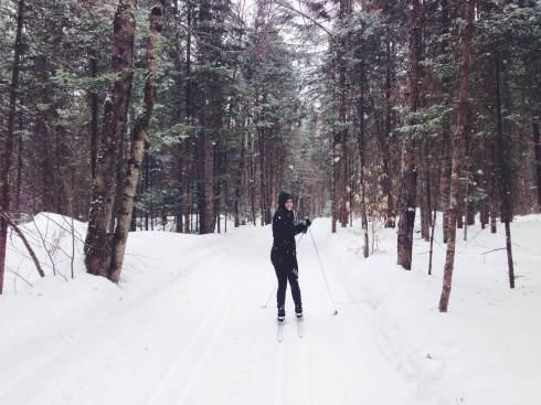Ma belle skieuse sous les flocons.
