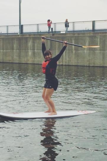 Myself en paddle board. Je suis HEUREUSE sur l'eau!