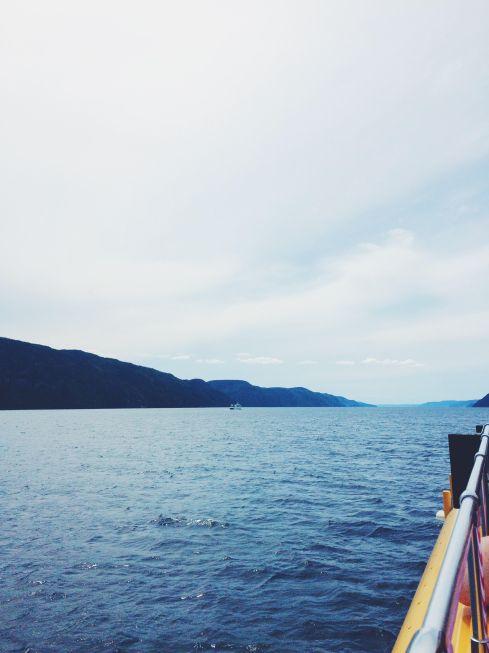 En croisière sur le fjord du Saguenay avec mon beau copain. Un bon moment pour traîner sa fouta, au cas où!