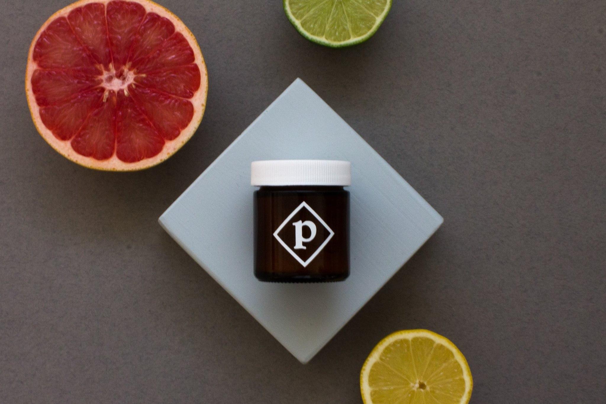 Le shampoing sec de Pépin est entièrement fait d'ingrédients végétaux et est exempt de fragrances synthétiques!
