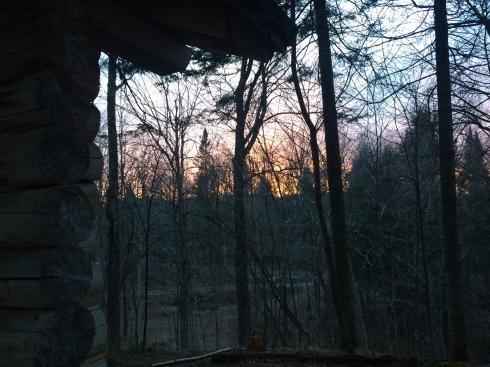 Coucher de soleil pour notre dernière soirée dans le paisible domaine de Entre cîmes et racines