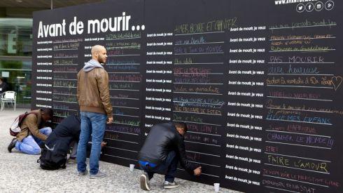 Le projet du mur ''Avant de mourir, je veux...'' disposé dans plusieurs villes du monde, dont Québec! Crédit photo : Destination futur